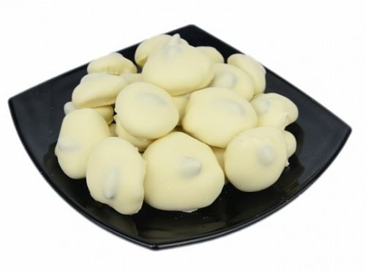 Чернослив с грецким орехом в белом шоколаде