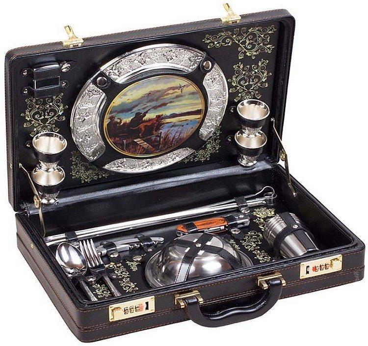 Набор для пикника в чемодане Турист-2 на 4 персоны 240951