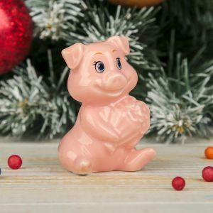 "Сувенир керамика ""Розовый Пятачок с букетом цветов"" 7х4,5х4,5 см   3281013"