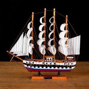 Корабль сувенирный средний «Победа», борта триколор, паруса белые, 32 х 32,5 х 7 см 1154015