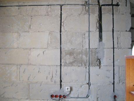 Штроба для кабеля в сибитной стене