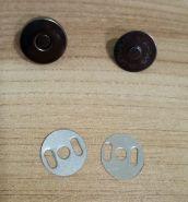 МАГНИТНАЯ КНОПКА  диаметр 18 мм цвет ТЕМНОЕ СЕРЕБРО  материал металл цена за комплект ( кнопка 2 части+ два уплотнителя)