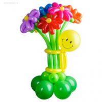 Фигура из шариков смайл с букетом