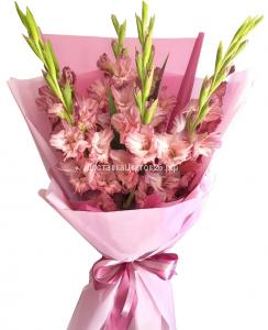 Букет из розовых гладиолусов