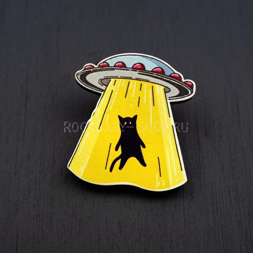 Деревянный значок НЛО-кот