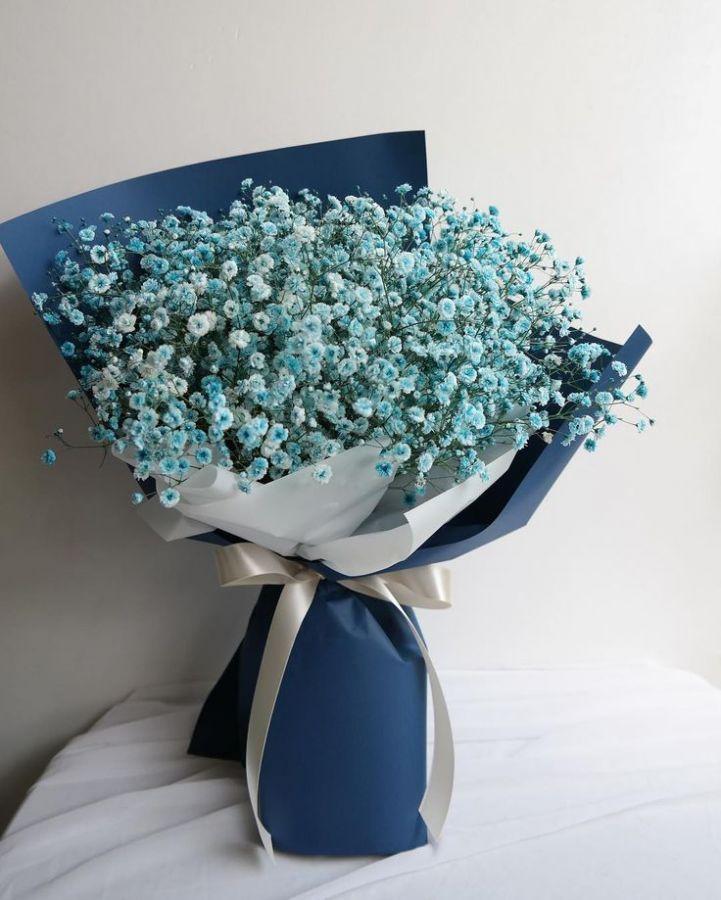 Букет из синей гипсофилы