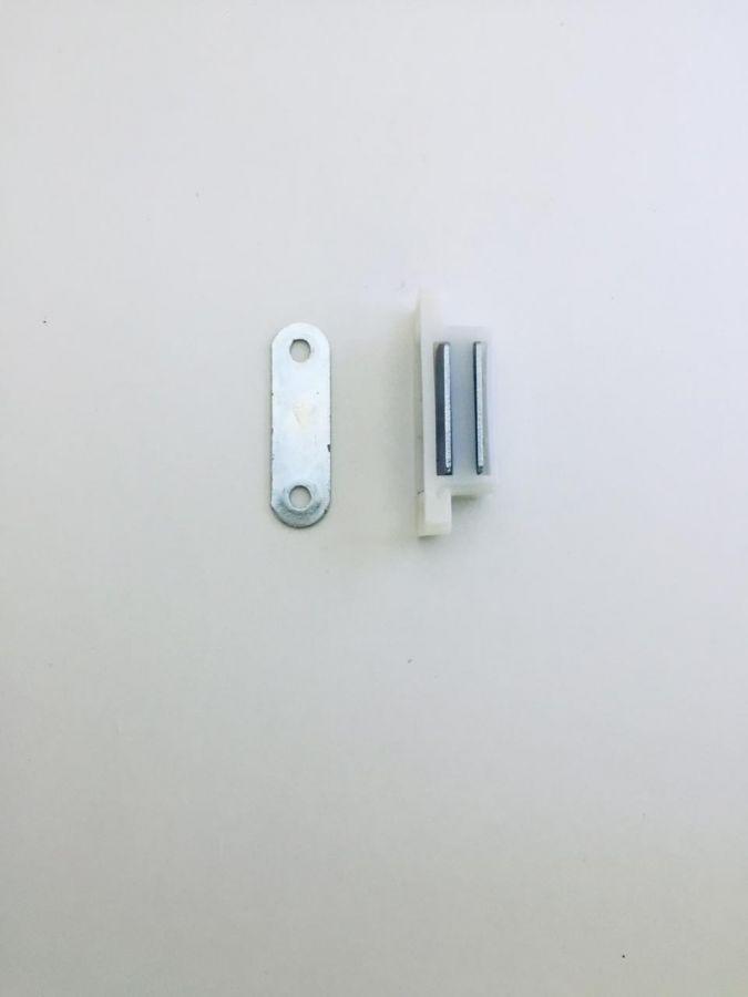 Магнит мебельный средний, белый