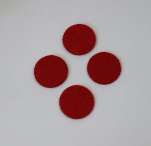 Фетровые пяточки 30мм, с прорезями, цвет № 06 красный (1уп = 243шт)