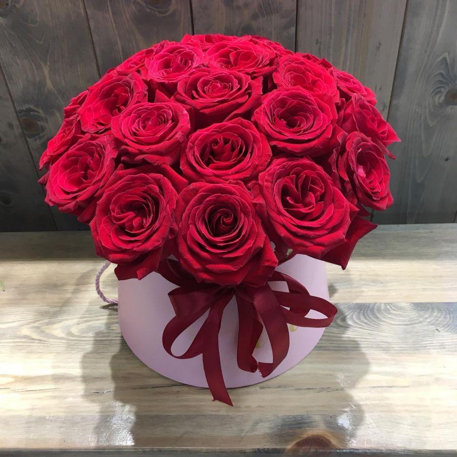 25 роз Explorer в шляпной коробке