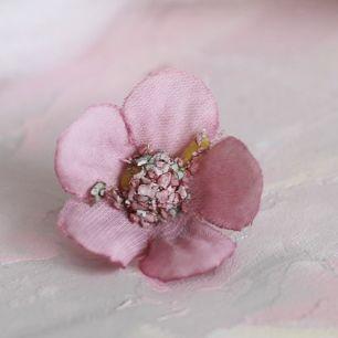 Цветок тканевый Ромашка пудровая 2 см