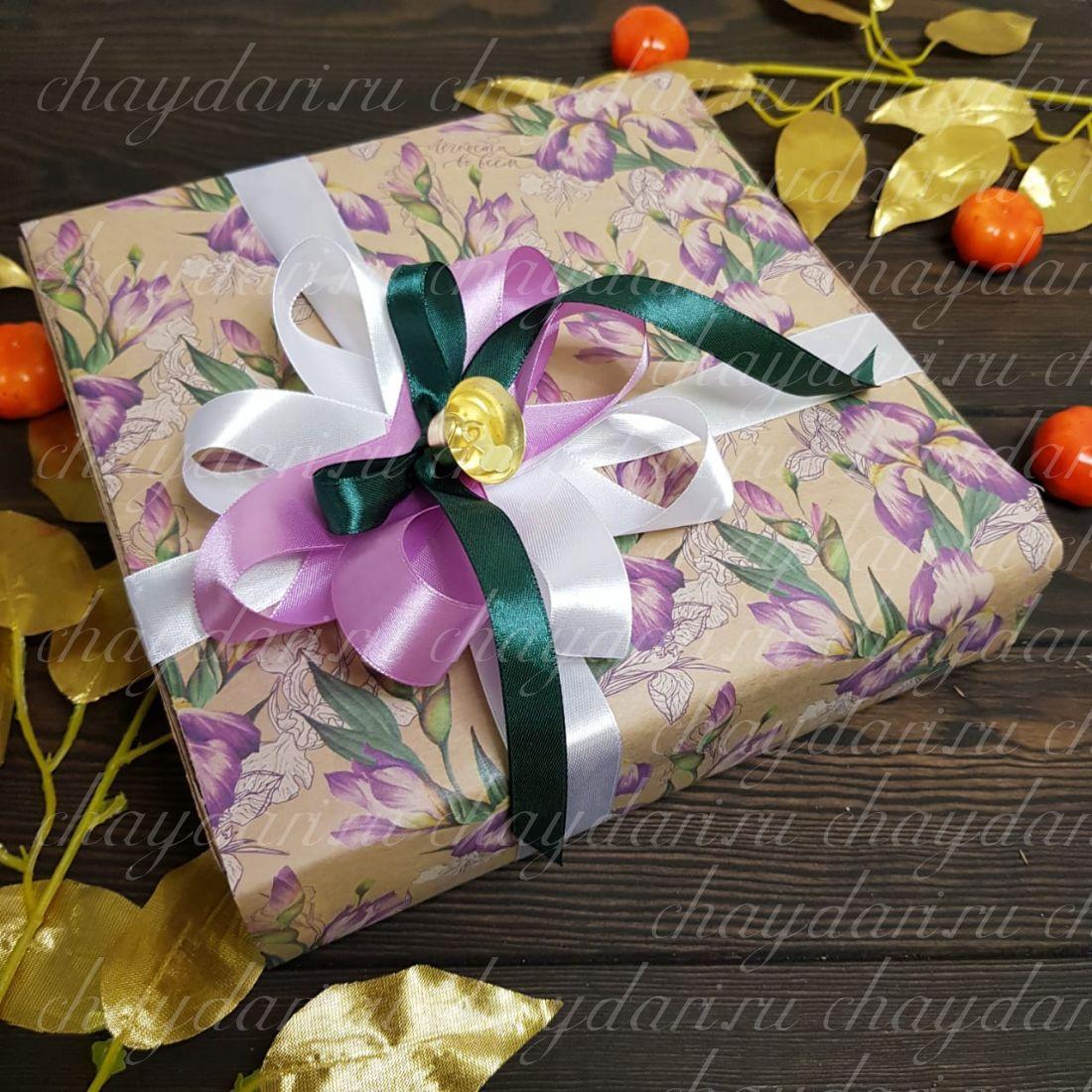 """Коробка с чаем и сладостями """"Дачный ирис"""""""
