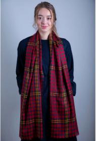 """шотландский тонкорунный легкий широкий палантин (шарф) Альба, 100% шерсть- тонкая нить мулине , расцветка -РОЗА АЛАЯ. """"RED RED ROSE TARTAN EXTRA FINE MERINO STOLE """" плотность 2"""