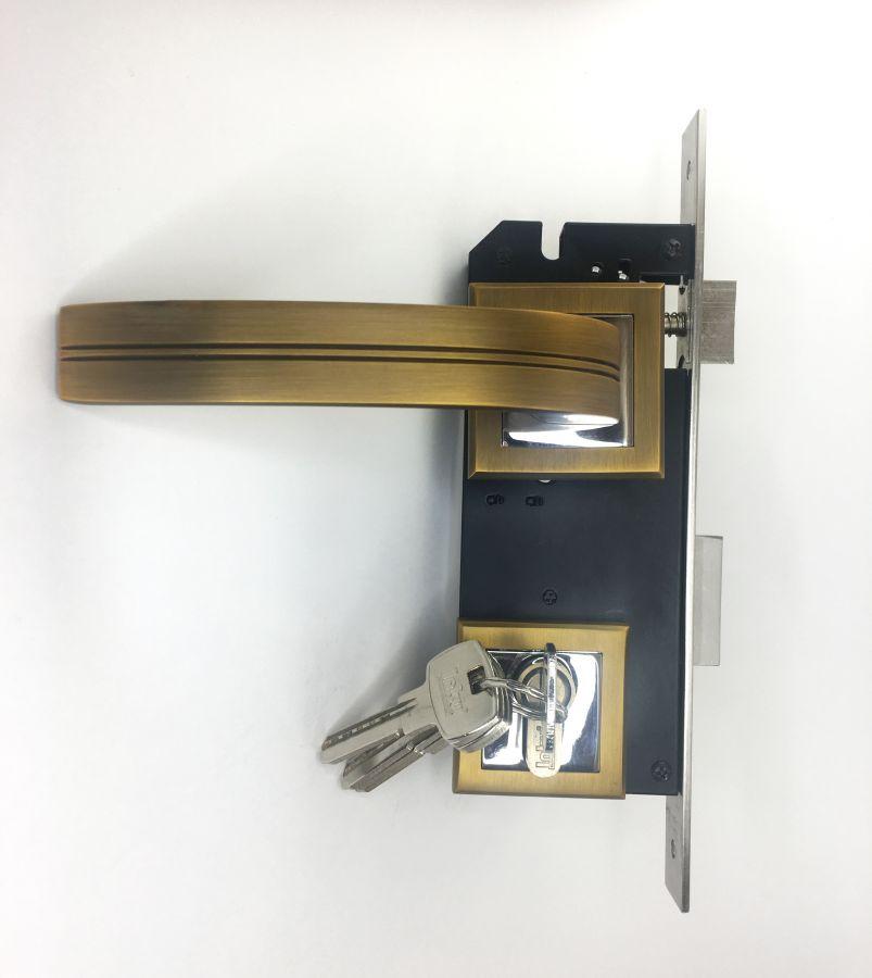 Замок врезной с ручкой и защелкой, алюминий, Керрон, 85 мм, кофе