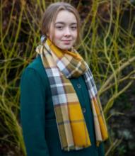 """шотландский тонкорунный легкий широкий палантин (шарф) Альба, 100% шерсть- тонкая нить мулине , расцветка  клана Томсон (золотой вариант). """"ALBA THOMSON GOLD EXTRA FINE MERINO STOLE """" плотность 2"""