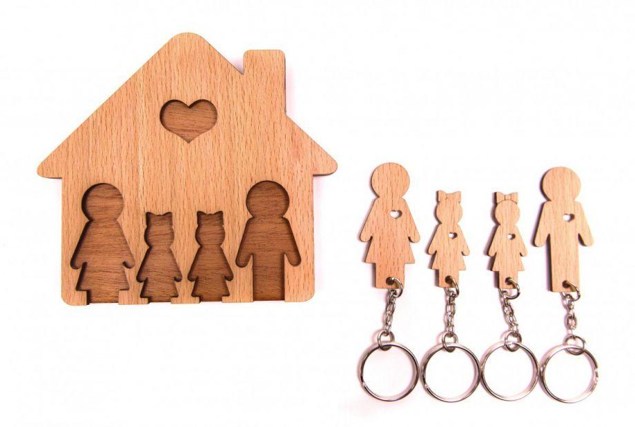 Ключница семья с детьми из натурального дерева
