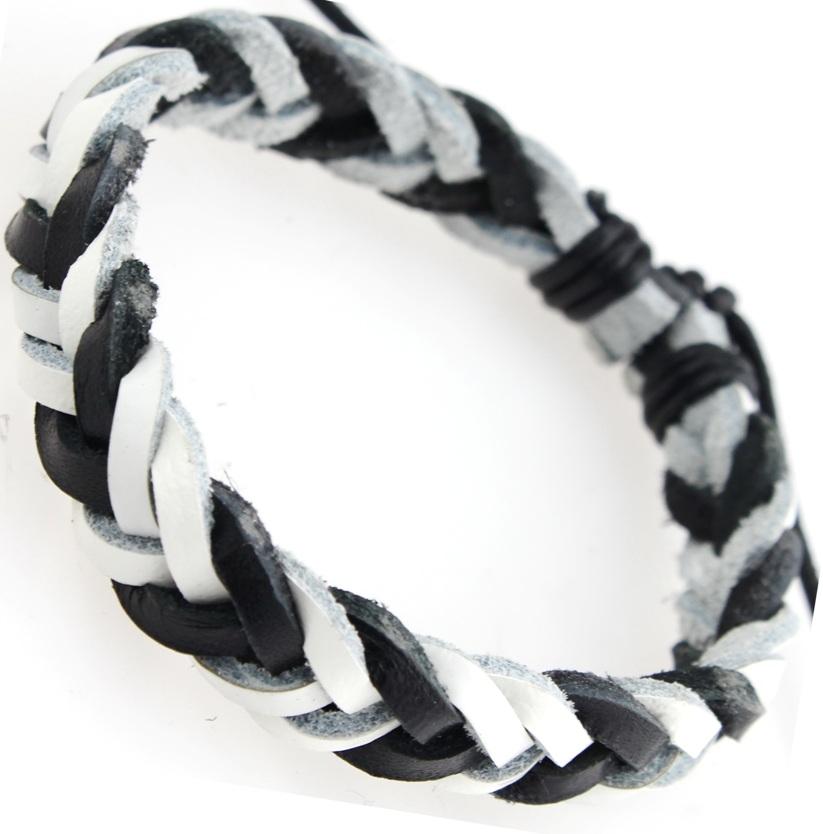 Черно-белый плетёный браслет из натуральной кожи