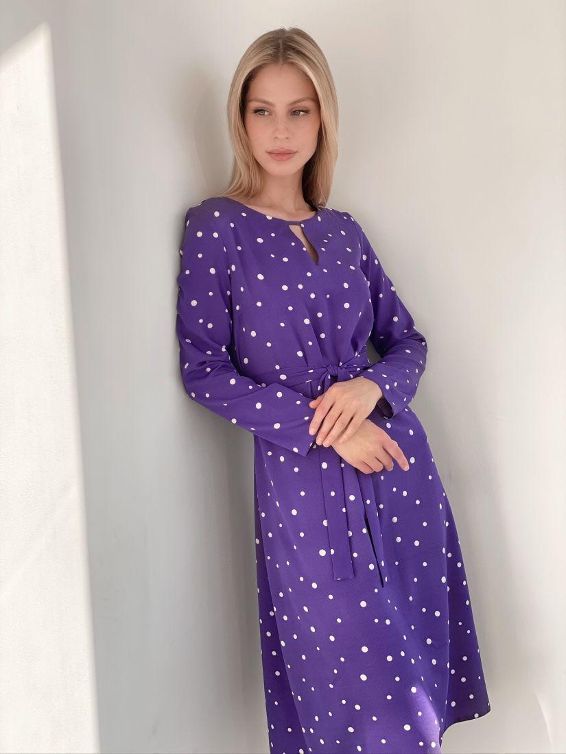 s2903 Платье с фигурной горловиной фиолетовое в горох