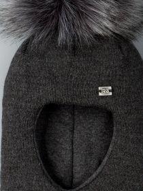 РБ 21889 Шапка-шлем вязаная для мальчика с помпоном, нашивка RB, темно-серый