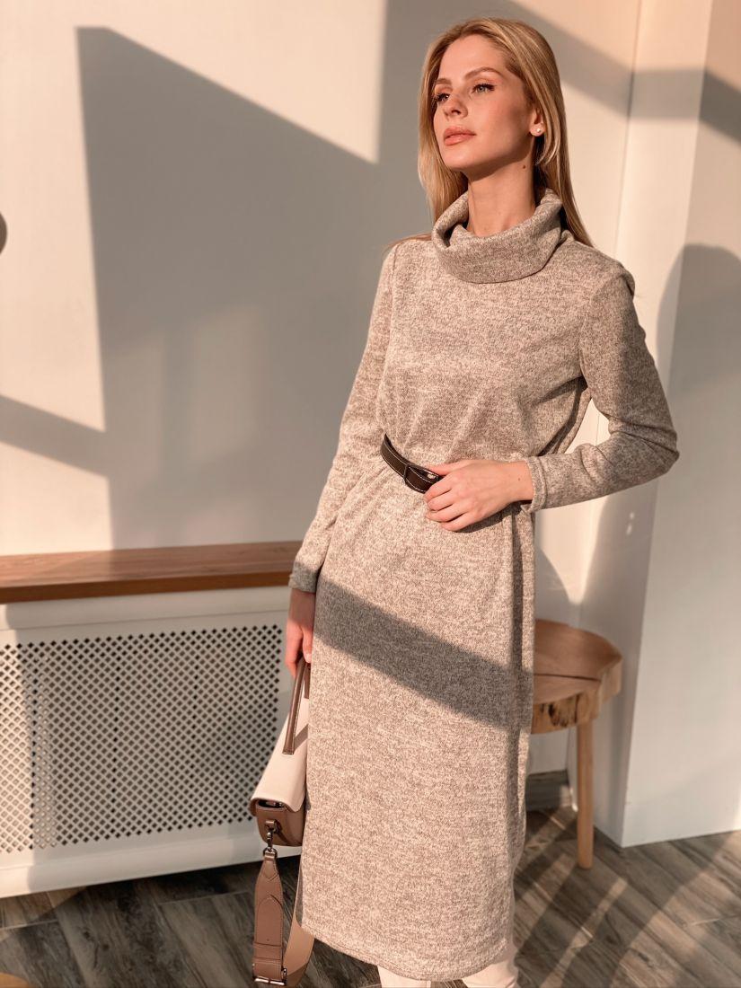 s2921 Платье-свитер в тёплом бежевом