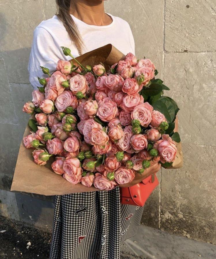 15 Пионовидных роз Мадам Бомбастик