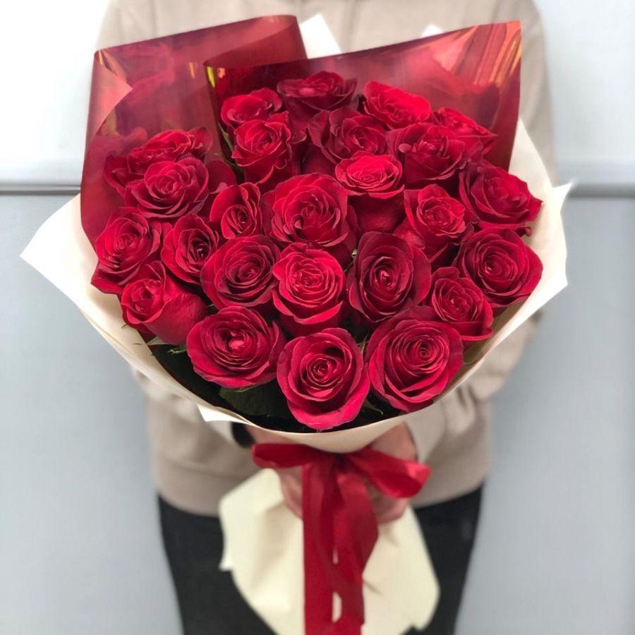 25 красных роз 60 см Эквадор в стильной упаковке