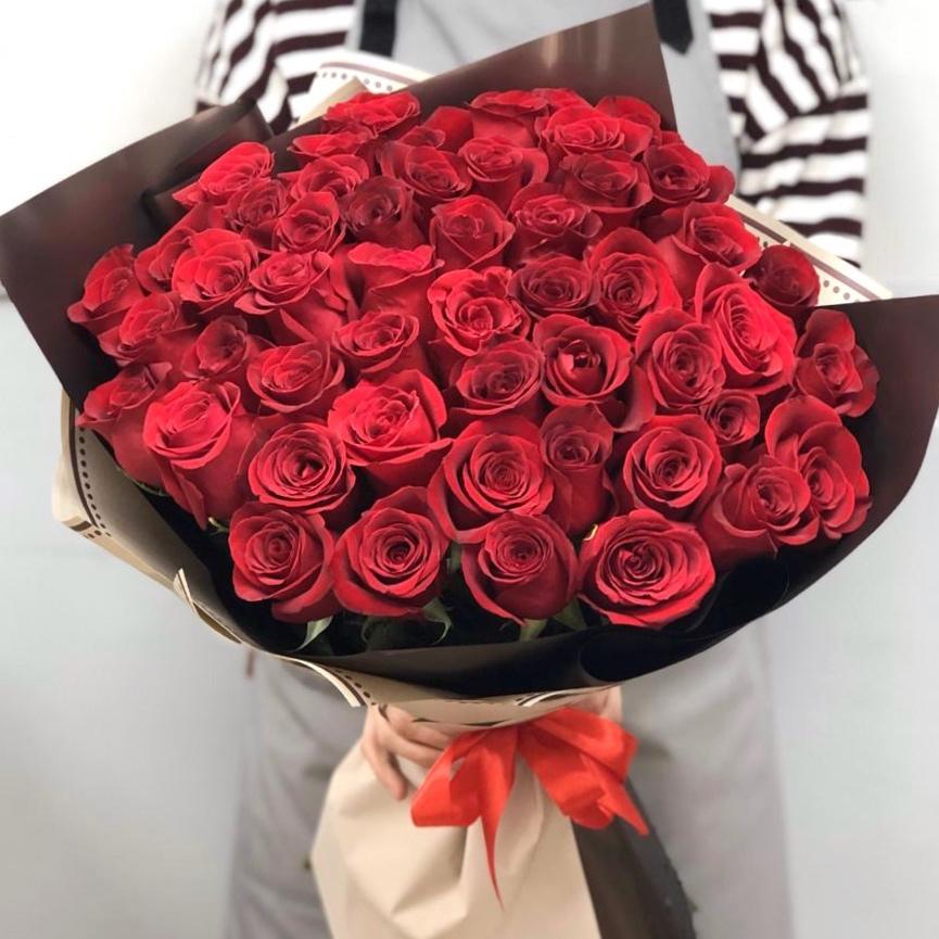 51 роза России 80 см в красивой упаковке