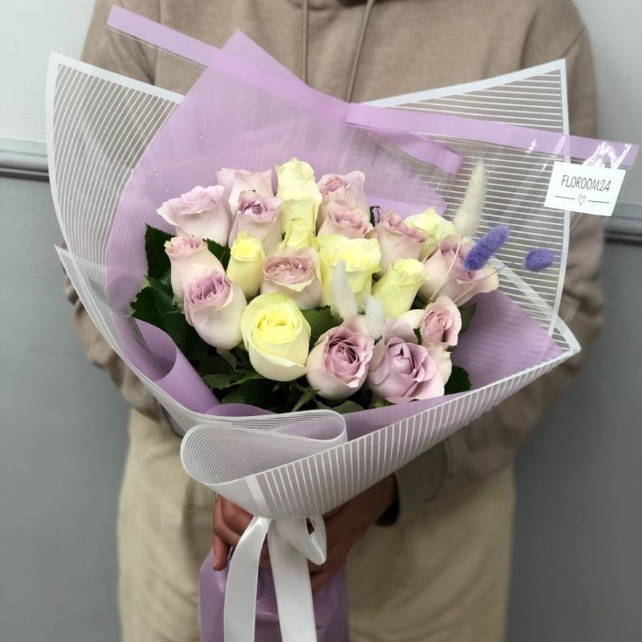 21 кенийская роза в стильной упаковке (40см)