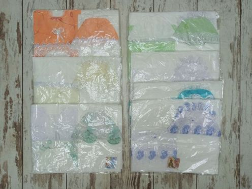 Комплект на выписку 6 предметов: 2 пленки, 2 распашонки, 2 чепчика