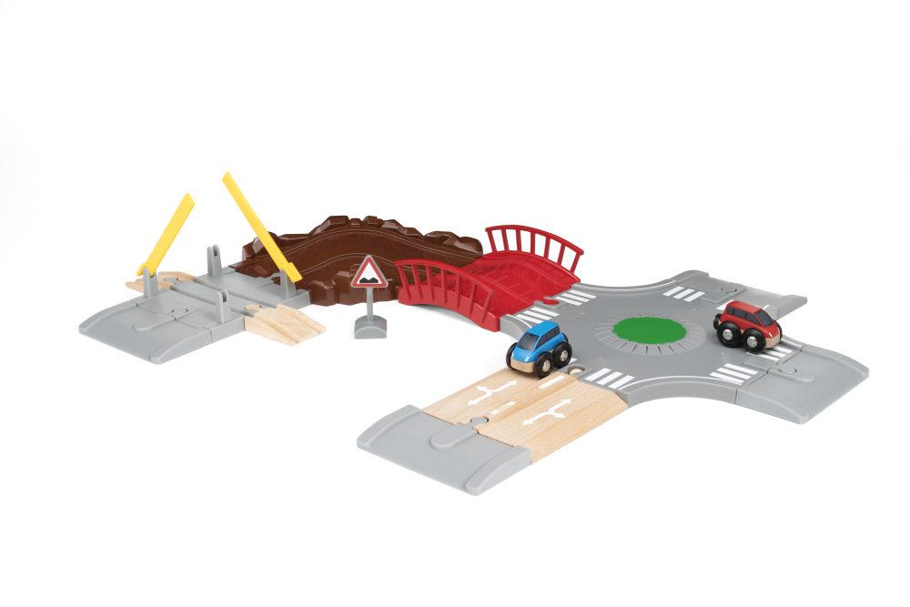 BRIO игр.наб. с Автодорогой, мостом и переездом (14 элементов) 59,5х43,3 см, кор. 31х12х27 см.