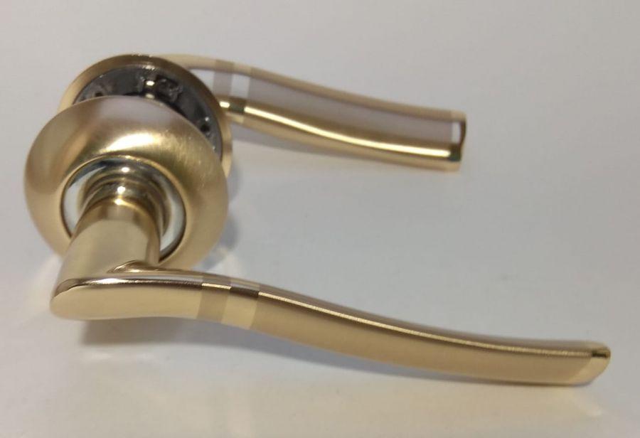 Комплект дверных ручек H09