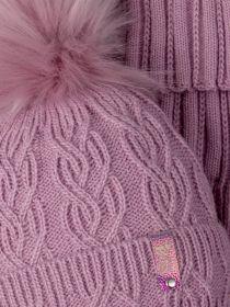 РБ 00-0022270 Шапка вязаная для девочки с помпоном на завязках, нашивка baby boss + манишка, тускло-розовый
