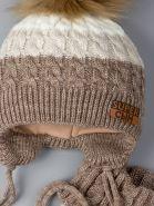 РБ 00-0022248 Шапка вязаная для мальчика с помпоном на завязках, нашивка супер сын + снуд, светло-коричневый