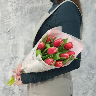 9 тюльпанов в упаковке*