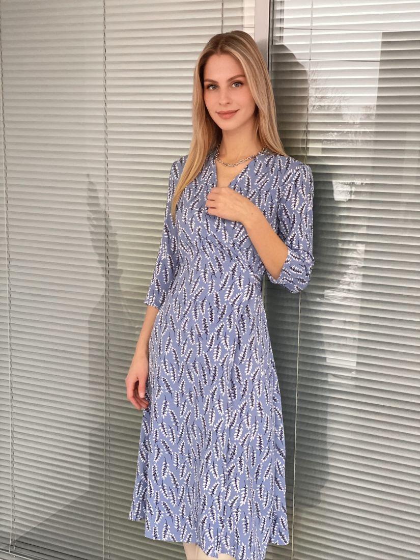 s3066 Платье с запахом лавандовое с веточками