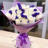 31 белая роза со статицей