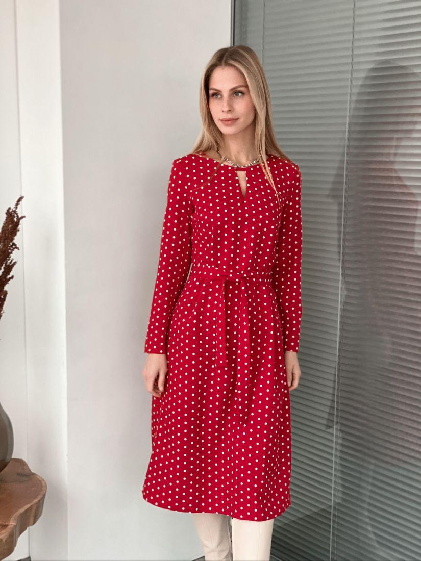 s3074 Платье с фигурным вырезом красное в горох