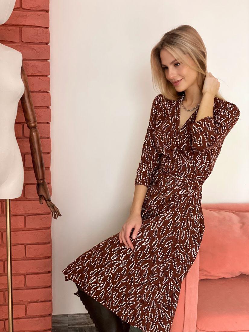 s3077 Платье с запахом кофейное с веточками