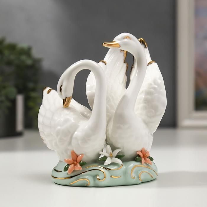 """Сувенир керамика """"Лебеди на полянке с цветочками"""" 11,8х9х11 см   5240729"""