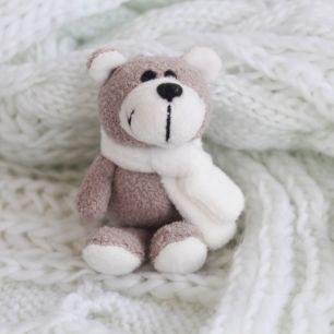 Мишка NICI с белым шарфом 10 см