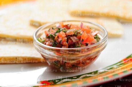 Салат овощной с соусом «Пико де Гайо»