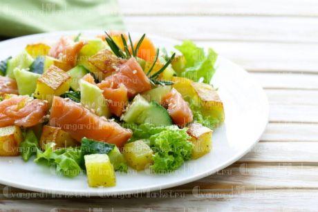 Салат из лосося запеченный картофелем и  соусом Песто(5 шт)