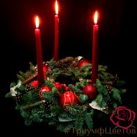 Венок из натуральной хвои со свечами