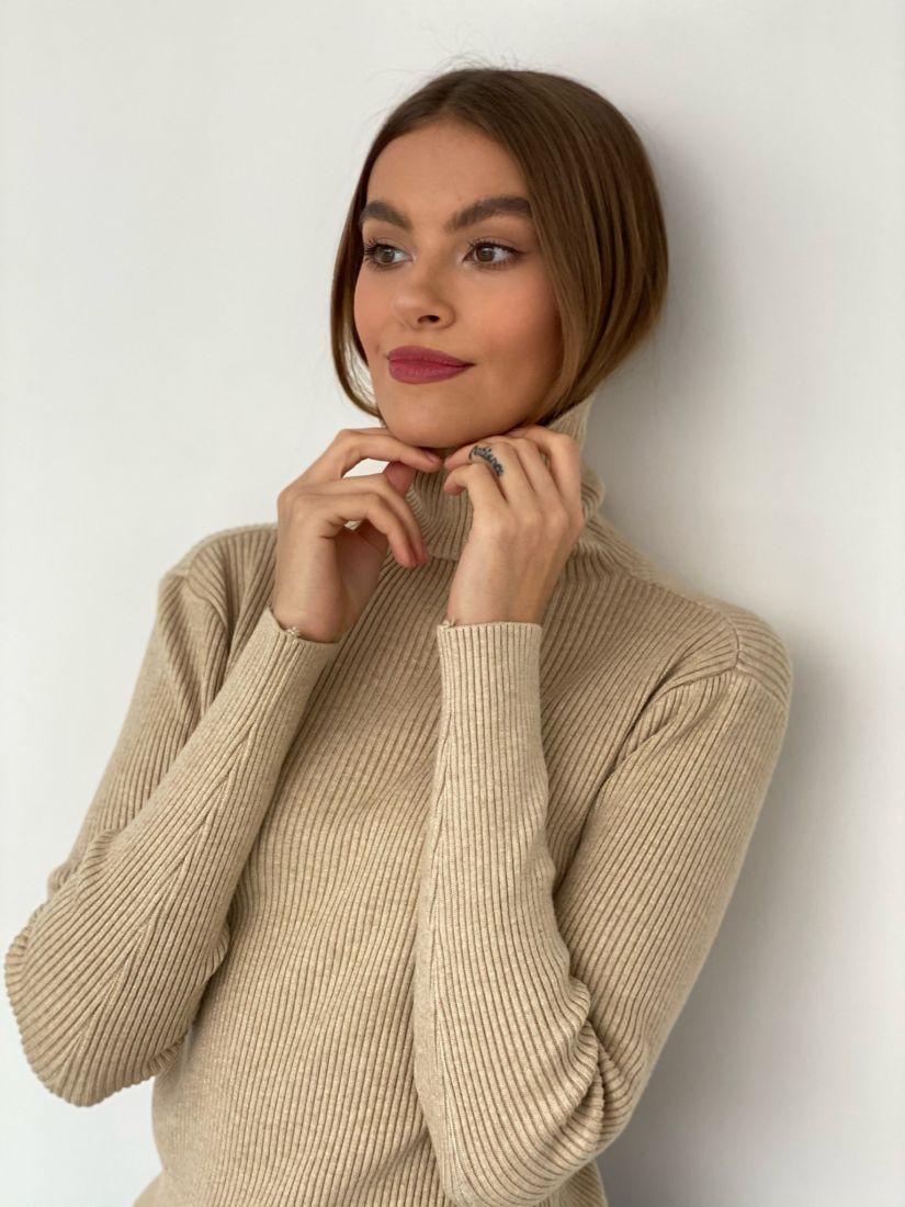 s3424 Тонкий свитер бежевый
