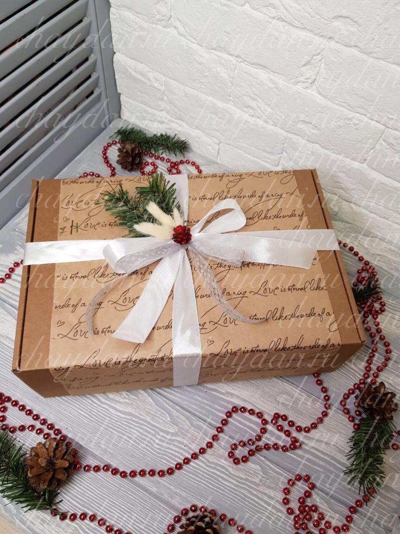 """Новогодний набор с чаем, сладостями, медом и термокружкой """"Строгий на Новый год"""""""