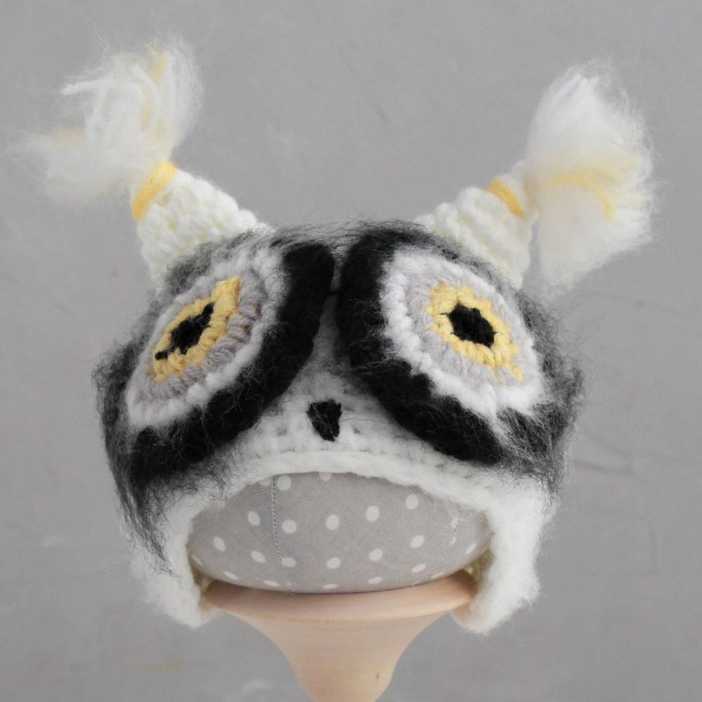 Вязаная шапочка Сова белая Жёлтые глазки