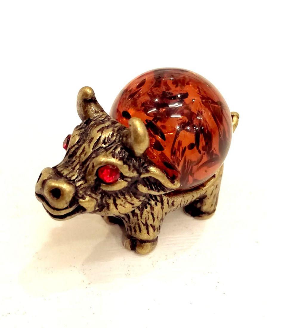 Фигурка бычок на янтаре