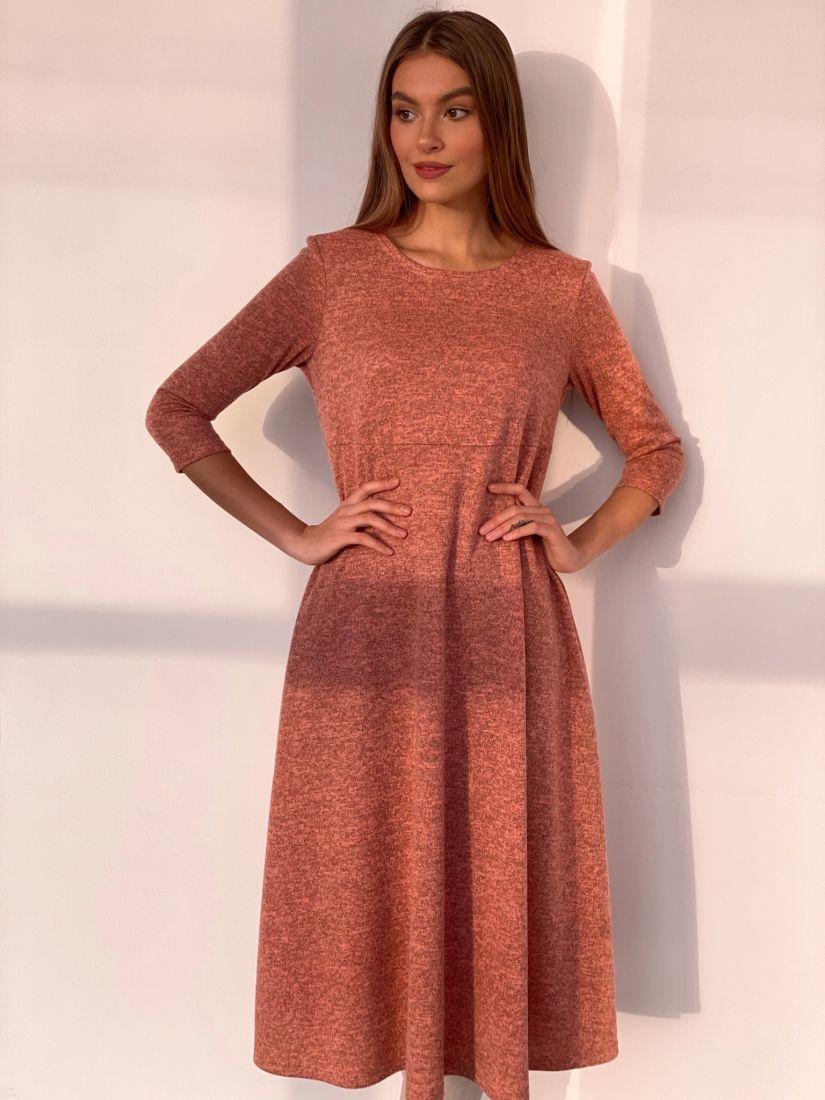 s3507 Платье трикотажное в теплом персиковом оттенке