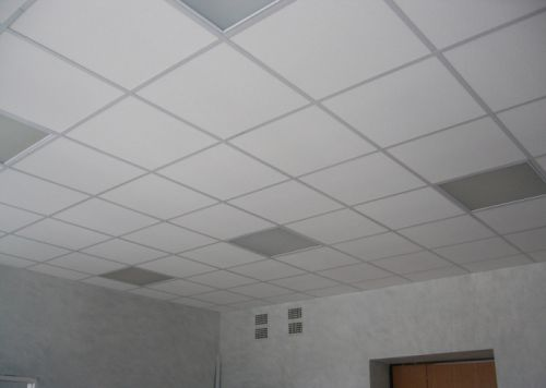 Потолок армстронг со светильниками