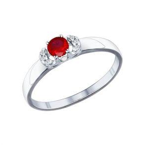 Кольцо из серебра с корундом рубиновым (синт.) и фианитами 84010016 SOKOLOV