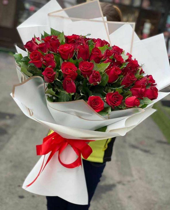 51 импортная роза 60 см в дизайнерской упаковке